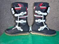 GAERNE TRIALS BOOTS CLASSIC BLACK LORICA. SIZE EU 42 NEVER WORN. CURRENT STYLE