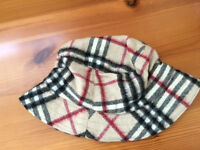 WOMAN'S BURBERRY WOLLEN HAT