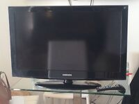 AS NEW 32IN SAMSUNG LED TV WITH GLASS STAND