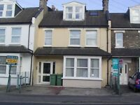 ** FULLY FURNISHED ** TOP FLOOR 1 BED APARTMENT FOR SINGLE PERSON PREFER WORKING NO SMOKERS OR PETS