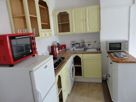 LARGE SINGLE STUDIO BEDSIT ON 1st FLOOR, WITH OWN BATHROOM AND TOILET