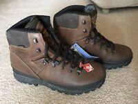 Meindl Bhutan walking boot - New - UK9 EU43