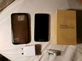Samsung S5 with box and tech 21 case