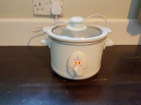 Slow Cooker with high, low and auto settings, made by Bonne Cuisine