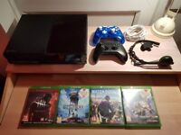 IMMACULATE Xbox One w/ 2 Controllers & 3 games (Destiny, Watch Dogs 2..)