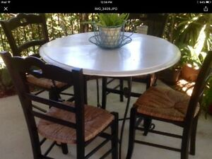 INDOOR/OUTDOOR DINING TABLE AND CHAIRS Robina Gold Coast South Preview