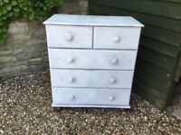 Pine Chest of Drawers with 5 drawers