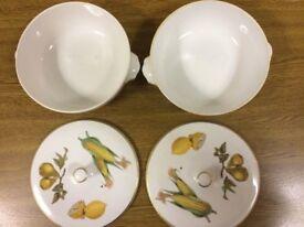 Job lot of Royal Worcester Evesham design dinnerware