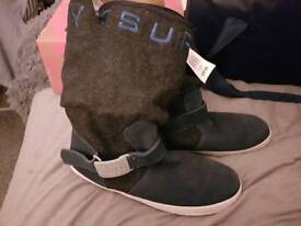 Superdry boots size 4