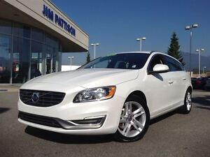 2015 Volvo V60 T5 AWD Premier Plus /TECH /BLIS /CLIMATE Packages