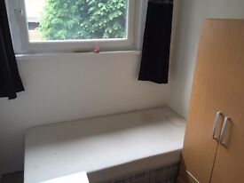 **LOVELY SINGLE ROOM**BROMLEY BY BOW**JUST £ 110 PW**