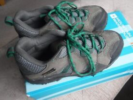 Kids walking shoes size 1 Nearly New *comes with box* (RRP £39.99)