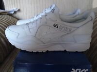 brand new genuine mens asics trainers size 8 uk