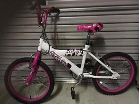 """Girls bicycle. ( 20"""" )"""