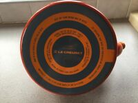 Le creuset 2.1 litre orange kettle