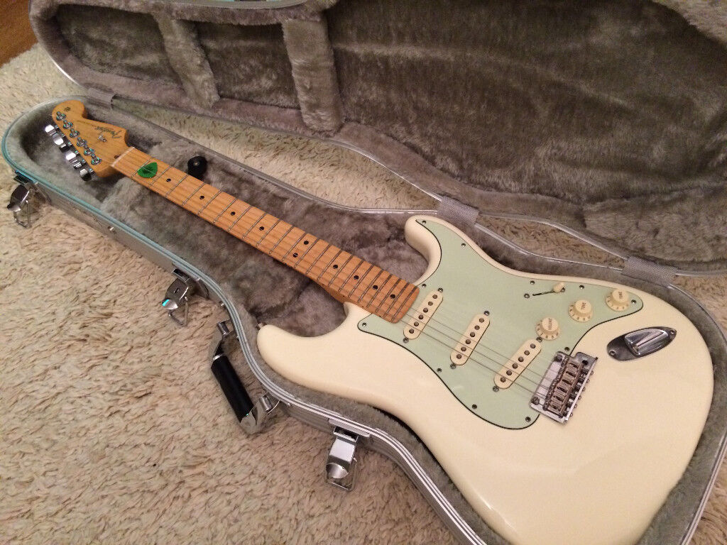Fender American Standard 2012 Stratocaster - Olympic White w/ Mint guard and case