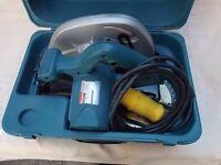 Cased Makita circular saw. 1200 watts. 110 volts.