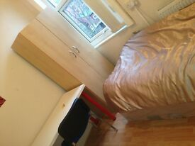 Single room 250 per month INCLUDING BILLS! Great location salford near quays/deansgate/city centre