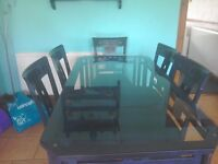 Lovely glass table as 6 chairs