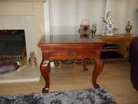 Mahogany look coffee/occasional table