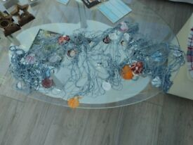 SEASIDE STYLE ORNAMENT - FISHING NET AND SHELLS.