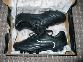Sondico football shoes size 13 (EU 32). Like new condition.