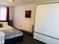 Lovely Double Bedroom £750 - near Colliers Wood Underground Zone 3