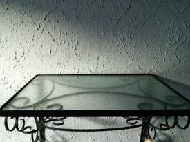 glass shelf, with its iron support. Screws included