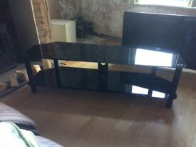 Black glass TV stand in excellent condition. Measures 1500(w)X45(w)X45(h). £30