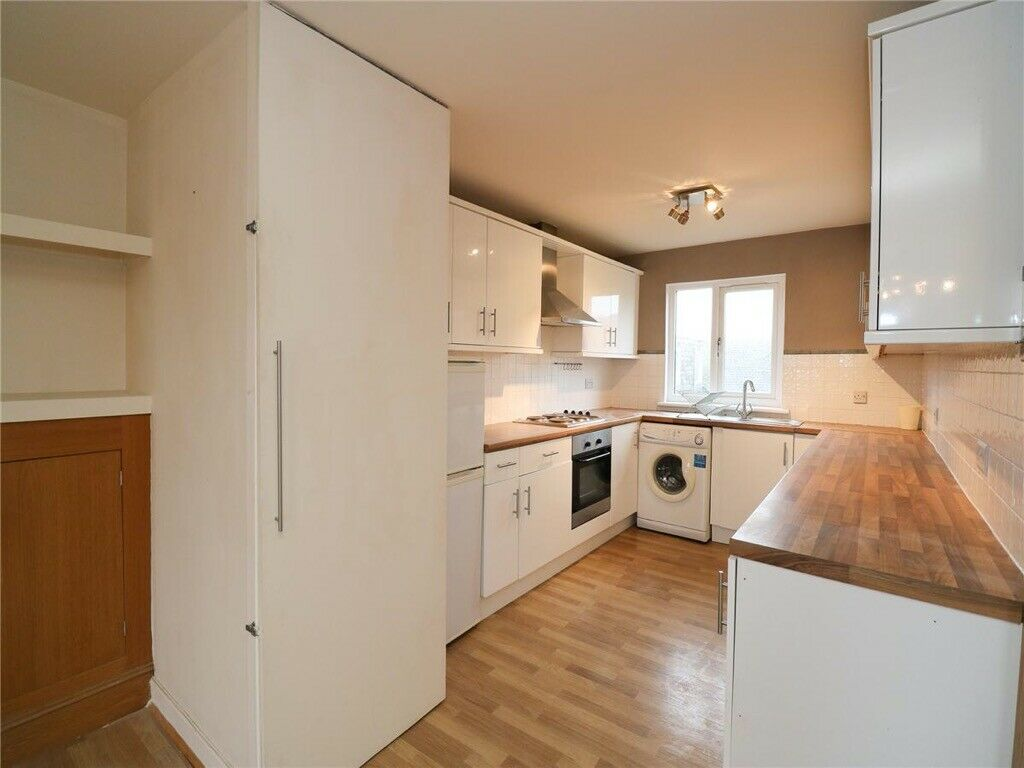 2 bedroom flat in Clepington Street, Maryfield, Dundee ...