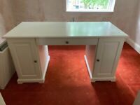 Desk for sale in really good condition