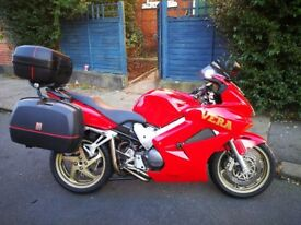 Full Touring Luggage VFR800 2004, Delkevic Exhausts, Scotoiler, Red & Gold £2800 ono