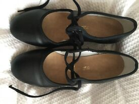 Katz black tap shoes size 2