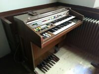 Yamaha Electric Organ with 2 keyboards, goot pedals and vatious musical effects.