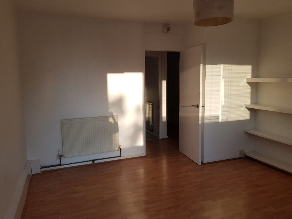 One bedroom flat with balcony for rent in Clapham North ...