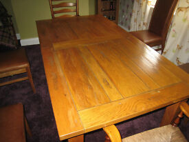 Oak Wentworth extending dining table