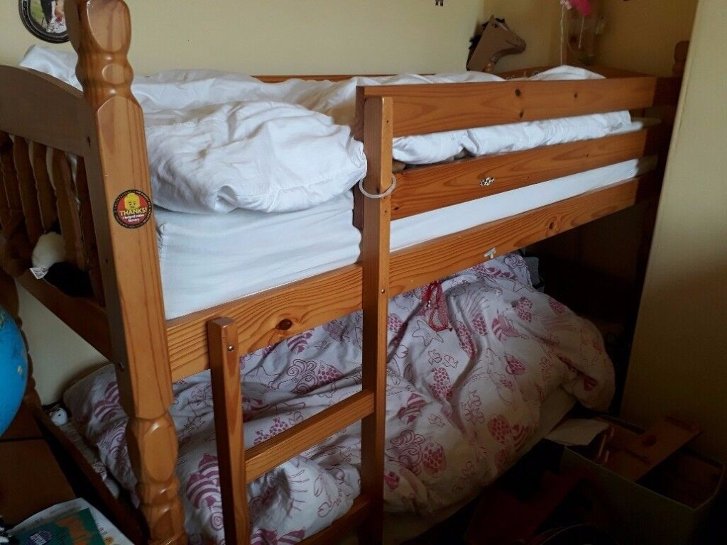 PINE BUNK BEDS / TWO SINGLE BEDS