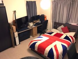 Large Double Bedroom in Houseshare in Watford/Bushey