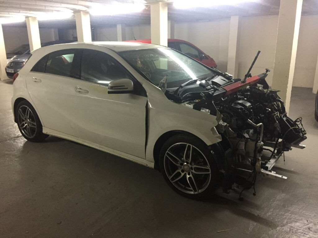 Mercedes benz w176 amg sport diesel 2016 white breaking for Mercedes benz airbags