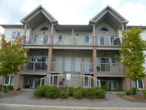 Beautiful 2Bedroom Condo in Stittsville! Hardwood, Granite,June1