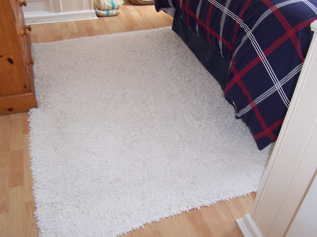 Lovely White Tumble Twist Rug 50 Inch By 70 Excellant Condition Washable