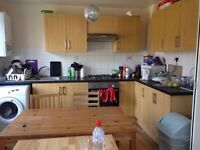 4 rooms in the same house!! 2single & 2 double for single use at just 2 mins walk to East Action sta