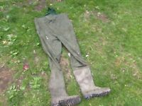 WADERS ideal for fishing etc size 9/10