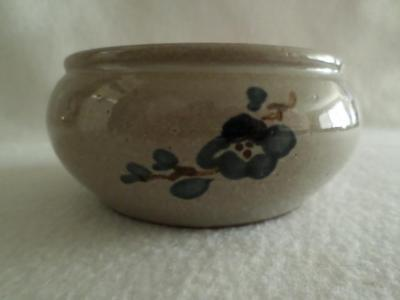"JUGTOWN WARE 1989 VASE 4.5"" WIDE GRAY WITH BLUE FLORAL EXCELLENT PRE OWNED"