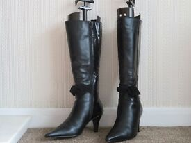 Ladies Black leather and patent knee length boots for sale size 5 (38)