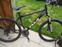 FUJI PRO TAHOE MOUNTAIN BIKE VGC PROFESIONAL BUILD BIKE