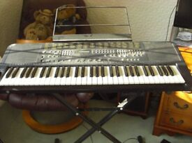 Superbe Technics KN750 keyboard with stand and seat