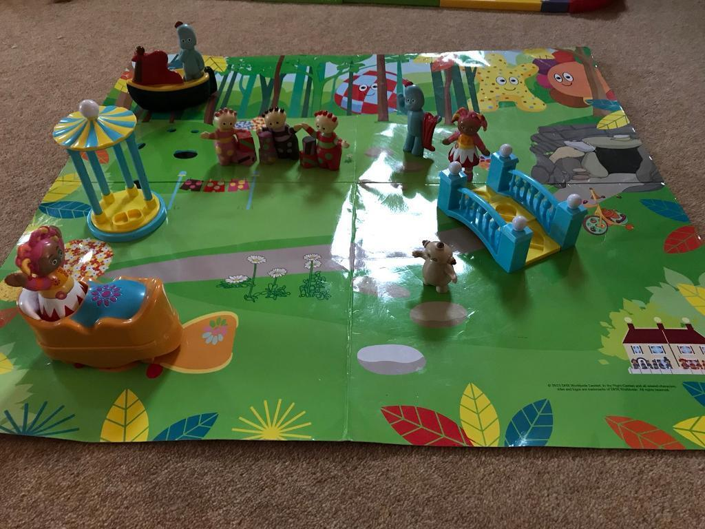 In the night garden play set mat push along figures