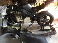 Kawasaki zx10r 2010 track bike project or break
