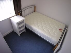 Double room in modern house sharing with professionals near Rolls Royce Derby Allenton inc bills